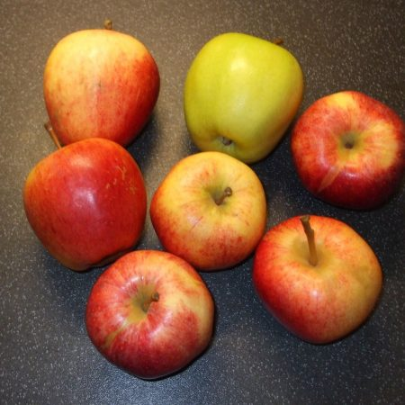 Yes, there are seven apples.