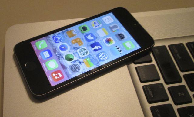iPhone 5s with MacBook Pro